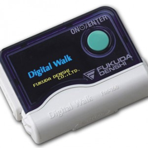 ホルター心電図:1日の心拍を全て記録する検査機器です。この検査で不整脈や狭心症の診断、病状の評価が行えます。小さい機械を1日つけていただきますが、日常生活にはほとんど制限はありません。防水使用で入浴の際も外さずに心電検査を行えます。